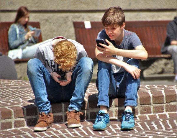 Jak rozmawiać z dziećmi o internecie i smartfonach?