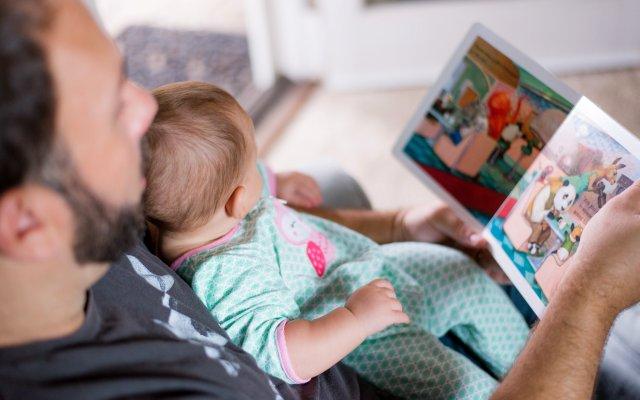 Czytanie dziecku uspokaja je i rodzica